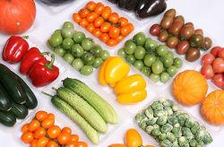 Il supermercato fruttifica cassetto di plastica a gettare della carne fresca