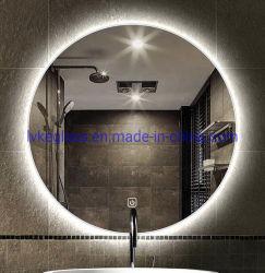 La stanza da bagno disperde la nebbia dello specchio chiaro del LED con indicatore luminoso caldo/indicatore luminoso bianco