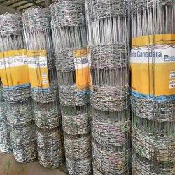高圧の鋼線のヒンジ接合箇所の塀ワイヤーが付いている電流を通された網の塀のパネル