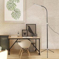 침실을%s 먼 지면 빛을%s 가진 서 있는 램프