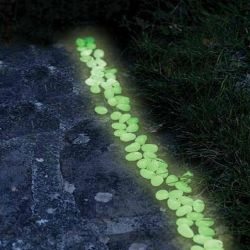 Glühen im dunkler Kiesel-Photoluminescent Kiesel-Stein
