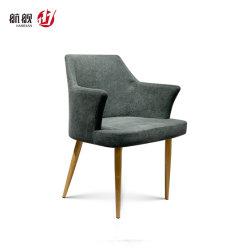 オフィスの4木足を搭載する快適な余暇ファブリックソファーの椅子