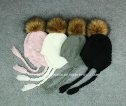かぎ針編みのウールおよび羊毛のマルチEarflapの帽子