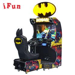 Batman en el interior del simulador de carreras de motos con Monedas arcade de carreras de Video y filmación en máquina de juego de carreras de coches