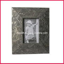 El marco de fotos de madera antigua de las Artes