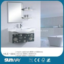 Модный дизайн мебели из нержавеющей стали висит на стене с помощью наружного зеркала заднего вида