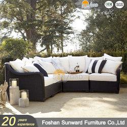 紫外線抵抗のPEの藤の柳細工のホテルリゾートの家具のソファーを編む現代屋外のホームテラスアルミニウム