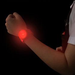 Defesa pessoal Pulseira Produto Lâmpada de aviso banda ajustável lanterna LED aceso Noite do dispositivo executando o produto de segurança (MSA-808)