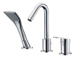 Il rubinetto di vasca da bagno dell'acquazzone dei 3 fori estrae il miscelatore dell'acqua della testa di acquazzone