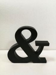 Bloco de madeira de cor preta (com um gancho na decoração de volta)
