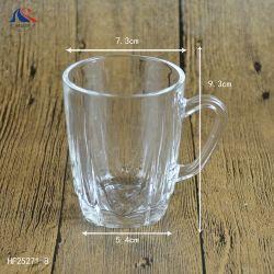 透明なビールガラスの茶マグのワインジュースの飲むコーヒーカップ