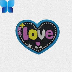 Coeur de la conception étiquette tissée de fils avec amour Logo pour les accessoires du vêtement