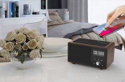 Carregamento portáteis sem fios Bluetooth mãos livres do alto-falante linha Aux TF Card Relógio de Alarme