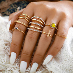 チャーミングな女性の黄色い水晶幾何学的なリングの方法7部分の一定の金カラーリングのアクセサリの優雅な結婚披露宴の宝石類