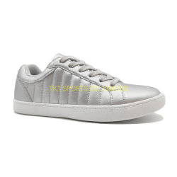 女性のためのFootwear銀製の多彩な女性の運動靴の革スニーカー