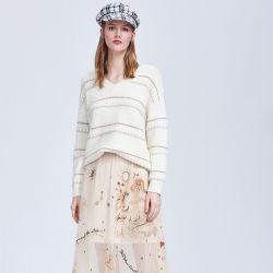 패션 의류 여성용 V-Neck Embroided 스웨터 및 골드 스레드 의류