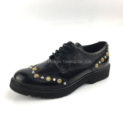 Niet verzieren schwarze lederne Absatz-Frauen-Kleid-Schuhe