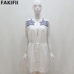 Il nuovo disegno 2021 ha personalizzato il vestito bianco dal ricamo delle donne di modo