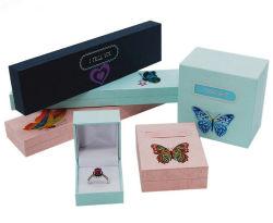 Коробки Jewelrry способа бумажные с стикерами бабочки