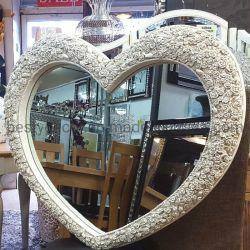 De hete Hangende Spiegel van de Muur van het Ontwerp van het Hart met Gegraveerde Rozen