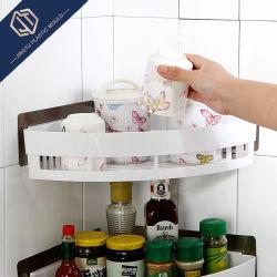 Singola cremagliera di plastica semplice utilizzando nell'angolo della stanza da bagno