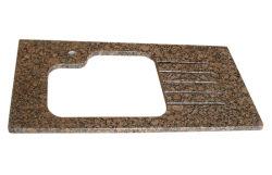 Pour d'un comptoir de granit marron de la baltique et dosseret