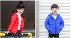 男の子の女の子の軽量のフード付きの綿のコートのPackableのパッファーによってパッドを入れられるジャケット