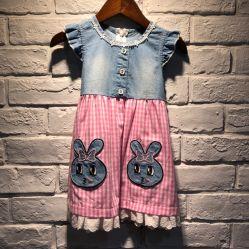Jolie robe de jeans de lapin pour les filles