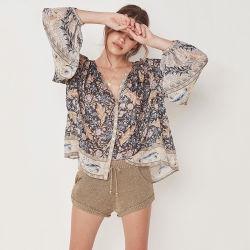 얇은 블라우스 셔츠가 보헤미아를 입어 꽃 무늬 손전등 소매 시퐁 여자에 의하여 단추 V 목 꼭대기에 오른다