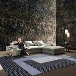 黒い灰色の正方形のカーペットの一面のカーペットのウールの敷物