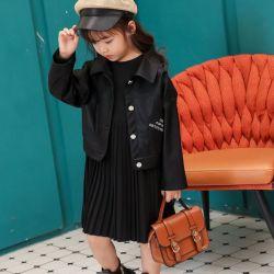 Stile dei bambini di inverno il nuovo, adatta il rivestimento di cuoio, cappotto caldo di alta qualità. Usura della ragazza. Usura dei capretti. Vestiti dei capretti. Vestiti dei bambini. Vestiti dei bambini