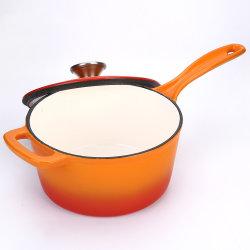 エナメルの鋳鉄のシチュー鍋の小さく熱いミルクの鍋の鍋