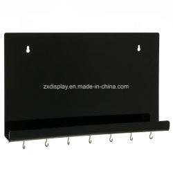 壁に取り付けられた黒いアクリルのキーホルダーのホールダー