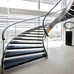 목재 스텝 유리 레일 커브드(Wood Step Glass Railing Curved)가 있는 현대적인 곡선형 계단 계단