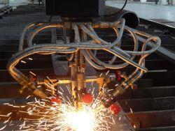 آلة قطع مشطوفة الحواف ذات ورقة معدنية ذات شعلة ثلاثية CNC