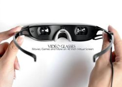"""На экране 40"""" мультимедийных видео очки с плеера"""