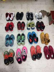 Colorida usa zapatos en China