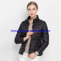 Stock Logotipo personalizado Packable Mujer chaquetas de bajar de peso ligero para el invierno de señoras Down Jacket desgaste
