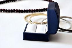 La qualité et de luxe en cuir velours Boîte de papier en plastique pour les Bijoux Or Argent bague de mariage Earrings les boutons de manchette (YS331)