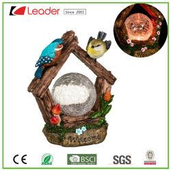 Solar Hot-Sale crepitar la pelota con la estatua de resina de las aves para la decoración al aire libre, personalizar su propia luz solar