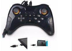 O controlador de jogos com fio Gamepad USB com adaptador de interruptor Nintendo PRO