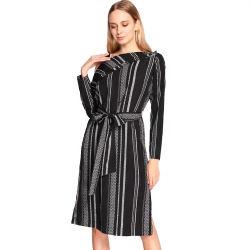 夏の女性の優雅な単一の肩ひもの女性服の偶然の黒い縞プリント方法党女性の服
