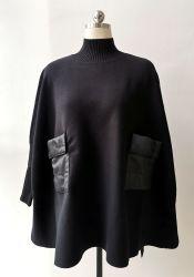 La mode féminine Cape pullover à col de la tortue et de la bouffée Pocket