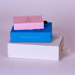 La pequeña bolsa de papel de embalaje Caja de regalo cajas de embalaje de logotipo personalizado