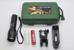 Casella chiara di caccia LED Flashlight+Battery+Charger+Gift del camuffamento SOS di Zoomable di modo del CREE T6 1000lm 3