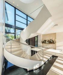 Curvo moderna zona residencial de madeira escadas de aço levaram escadas com fabricados na China Factory