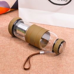 最も売れ行きの良い茶フィルター注入の標準的な帽子が付いているガラス水差しはシリコーンの袖を保護し、
