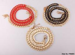 Cintura dorata in pelle con catena glaring per accessori alla moda da donna