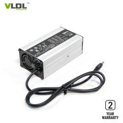 36V 2Aのスマートな充電器、電気スクーターの充電器