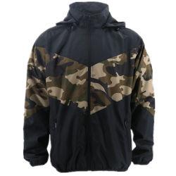 屋外の卸し売りカスタムSoftshell水証拠のラクダのブラウンの人のための軍の秋のウィンドブレーカの安いSoftshellの軽く薄い高品質のMilitar Hoodyのジャケット